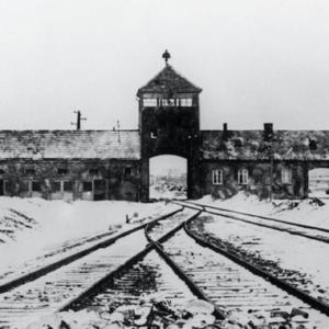 """""""Gates of hell"""". Tõlkes """"põrguväravad"""". Foto tehtud pärast sõda."""