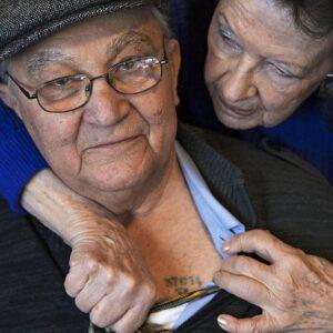 Manny Mittelmann on üks väheseid ellujääjaid, kellel on selle tehnikaga tehtud tattoo.